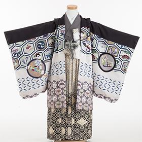 七五三 着物 5歳 紋付・袴 310097 式部浪漫 グレー着物 黒・亀甲羽織