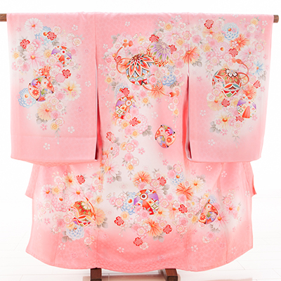 お宮参り・掛け着物 女児・産着 320110 正絹 ピンク地ぼかし 鞠に花